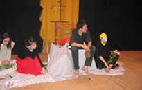 オムスク大学の学生たちが上演した「寿歌」の出演者たち