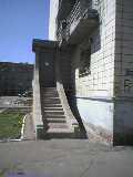 教育大学の寮の入り口