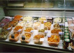 オムスクのスーパーに並んだ惣菜