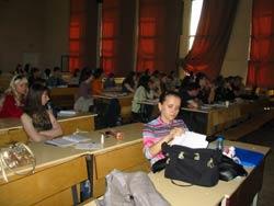 オムスク大学講堂での授業
