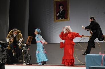 オムスク国立第五劇場 『33回の失神』