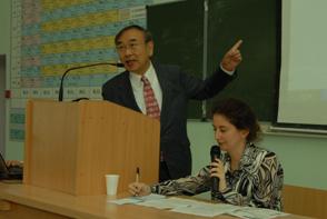 授業風景。通訳はノボシビルスクのマリーナ准教授
